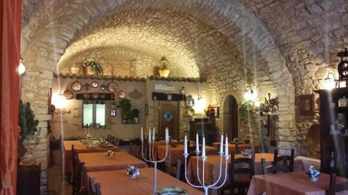 A restaurant or other place to eat at Agriturismo Il Bastione