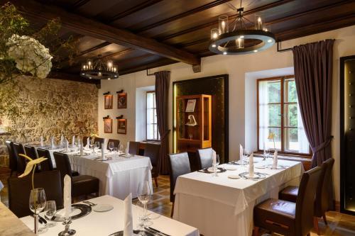 Restavracija oz. druge možnosti za prehrano v nastanitvi Hotel Grad Otočec - Relais Chateaux