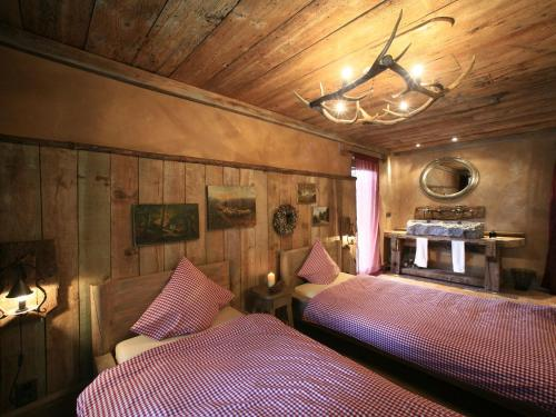 A bed or beds in a room at Beautiful Chalet with Jacuzzi and Sauna in Thirimont