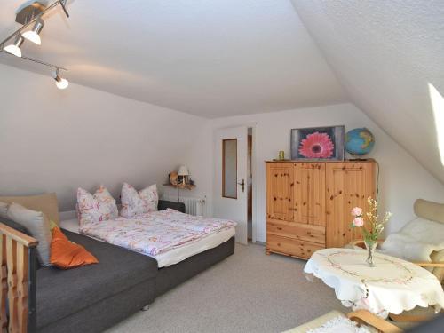 Ein Bett oder Betten in einem Zimmer der Unterkunft Modern Holiday Home in Guntersberge with Fish Pond