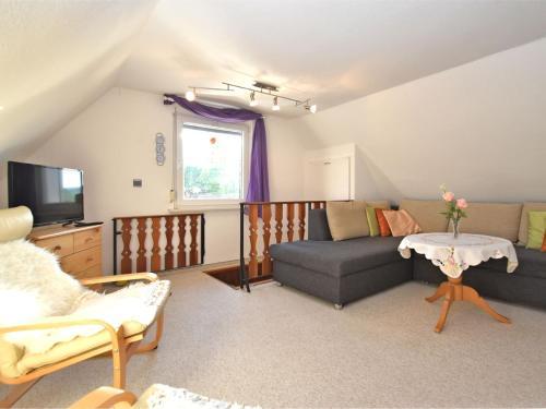 Ein Sitzbereich in der Unterkunft Modern Holiday Home in Guntersberge with Fish Pond