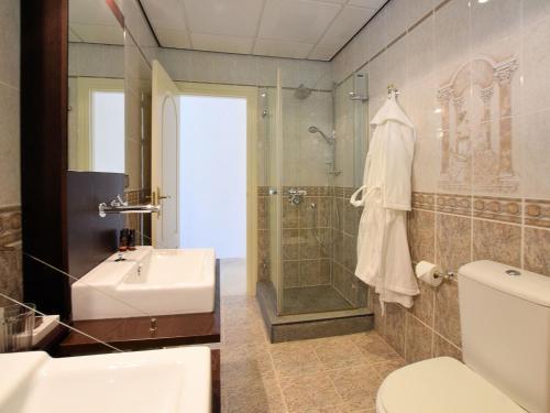 A bathroom at Luxury Villa with Private Pool near Sea in Benalmadena