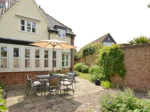 Cozy holiday home in Aldeburgh with garden