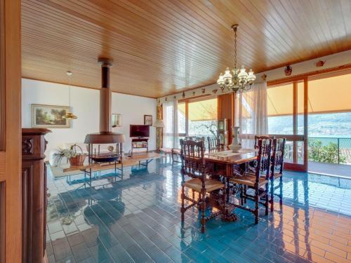 Piscina di Spacious Villa in Sale Marasino overlooking Lake o nelle vicinanze