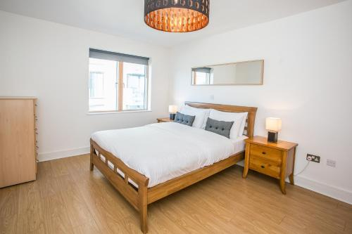 A bed or beds in a room at Grand Canal Square Apartments