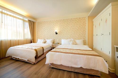 米樂民宿(精品   度假   停車)房間的床