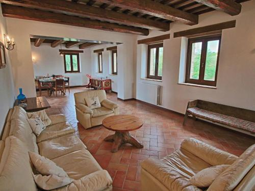 A seating area at Luxurious Mansion with Private Garden in Montecassiano