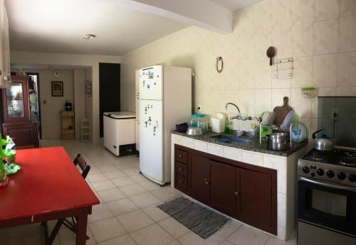 A kitchen or kitchenette at Aconchego 2