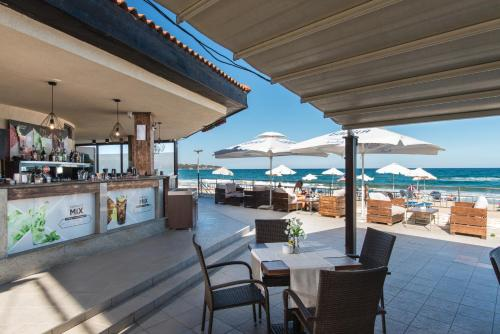 A restaurant or other place to eat at Obzor Beach Resort