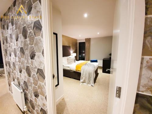 Fru Luxury Stays Serviced Accommodation *WORLD EXPLORER* - Manchester 2 Bedroom Apartment, Sleeps 4. Gated Allocated Parking