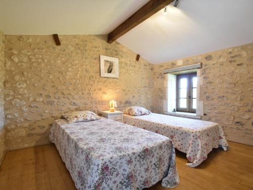 A bed or beds in a room at Quaint Holiday Home in Verteillac with Swimming Pool