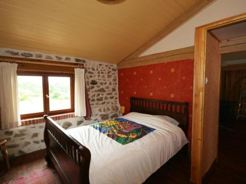 A bed or beds in a room at Barn Holiday Home in Lavoine with Garden