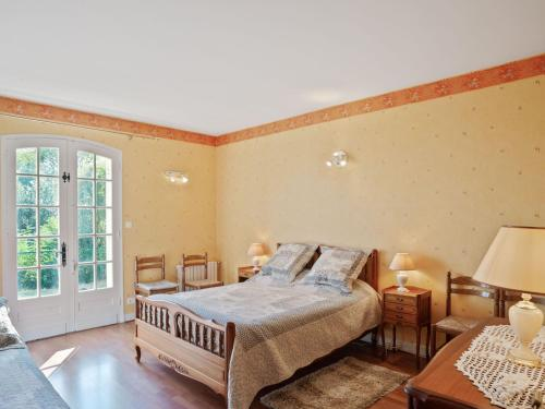 A bed or beds in a room at Attractive Villa in Velines with Private Garden