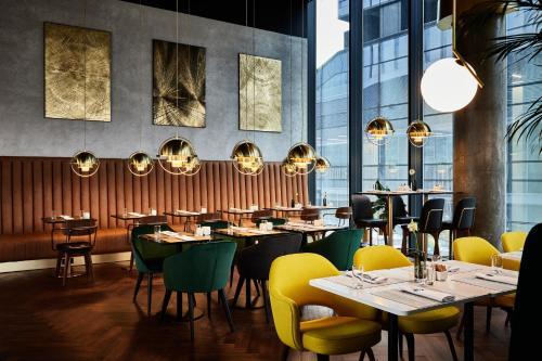 Restauracja lub miejsce do jedzenia w obiekcie Crowne Plaza - Warsaw - The HUB