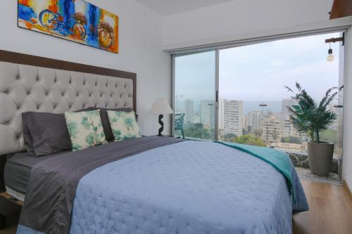 A bed or beds in a room at Simply Comfort - Panoramic Ocean Views with Rooftop Pool