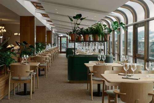 Un restaurante o sitio para comer en Original Sokos Hotel Vaakuna Helsinki