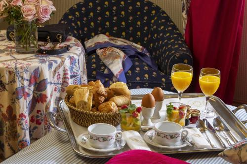Breakfast options available to guests at Chambiges Elysées