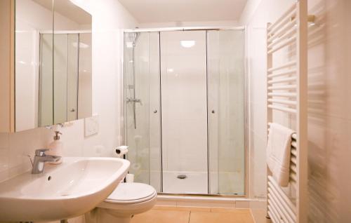 Koupelna v ubytování Delightful Duplex Danube Canal
