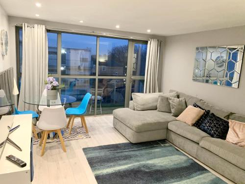 Modern Apartment close to central London
