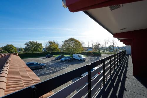 A balcony or terrace at Kyriad Bordeaux - Merignac Aéroport