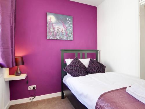 City central, 2 min to the sea, 4 Bedroom Townhouse, wi-fi, car-park