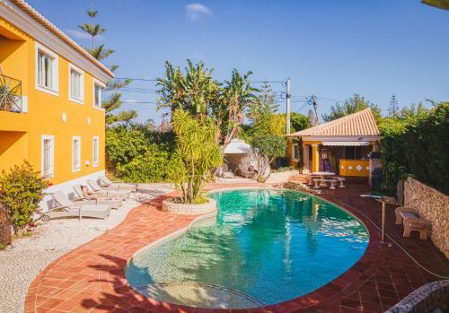 Der Swimmingpool an oder in der Nähe von moonshine