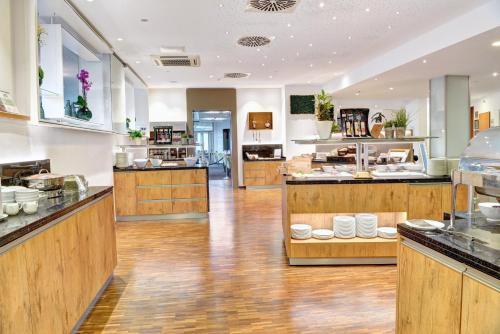 Ein Restaurant oder anderes Speiselokal in der Unterkunft Ringhotel Zweibruecker Hof