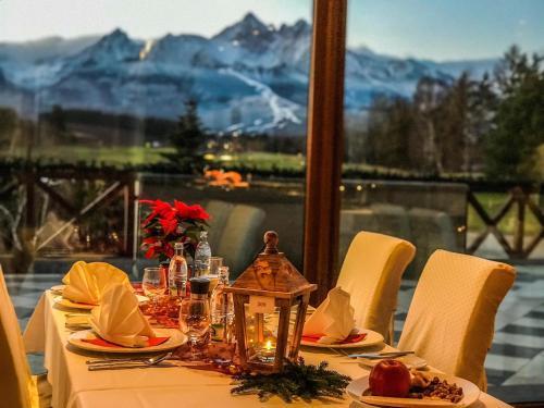 Un restaurant sau alt loc unde se poate mânca la Hotel International