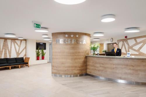 Hol lub recepcja w obiekcie Interferie Aquapark Sport Hotel