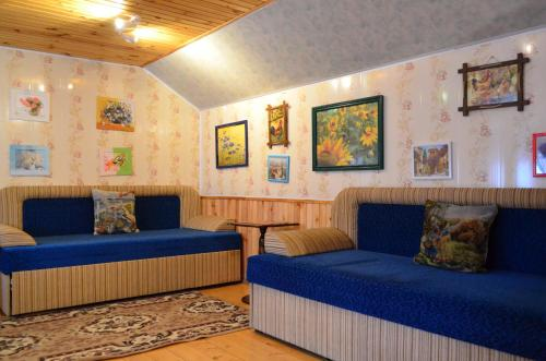 A seating area at Cottages On Gdantsevskaya Street