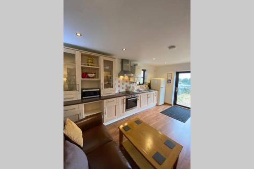 A kitchen or kitchenette at Seagull Cottage