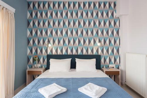 Un pat sau paturi într-o cameră la Esplanade Apartments