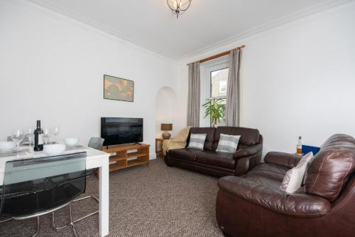 CONTRACTOR 5 BED DIGS Dwellcome Home Aberdeen