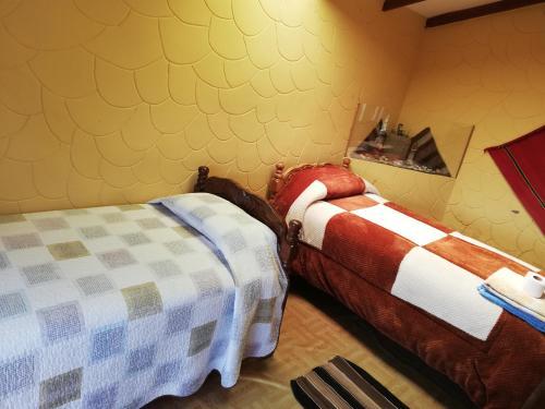 A bed or beds in a room at Hostal palacio del inca