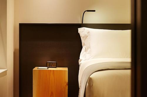 A bed or beds in a room at Shilla Stay Gwanghwamun