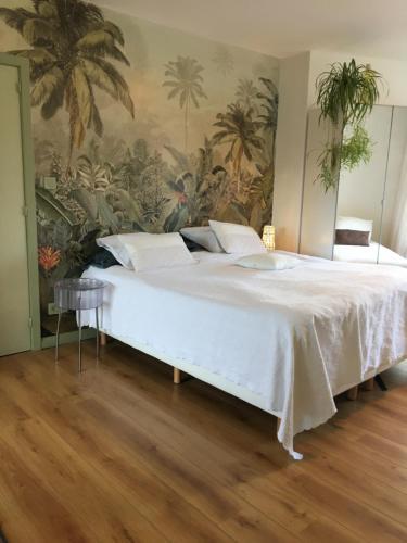 Een bed of bedden in een kamer bij Guesthouse Poppies