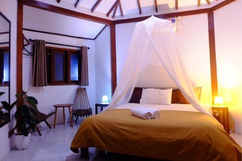 A bed or beds in a room at Ayu Hotel Karimunjawa