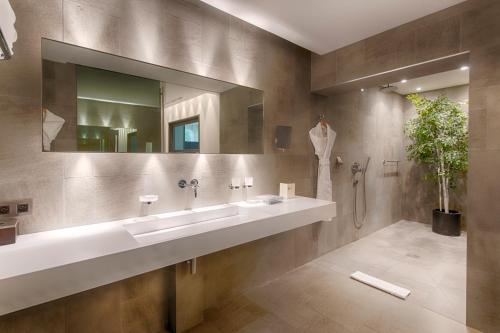 A bathroom at Bdesign & Spa