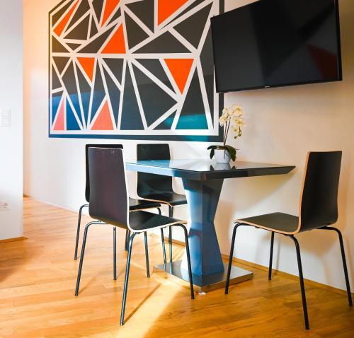 TV a/nebo společenská místnost v ubytování Bright Apartment Naschmarkt
