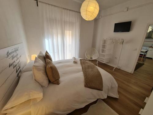 A bed or beds in a room at Alojamientos Segóbriga Rural (Montaña)