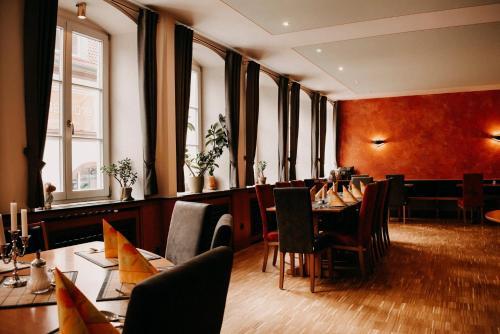 Ein Restaurant oder anderes Speiselokal in der Unterkunft Badischer Hof