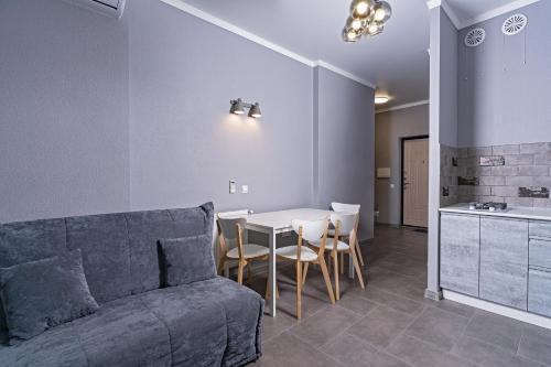 A seating area at Premium апартаменты на первой береговой линии