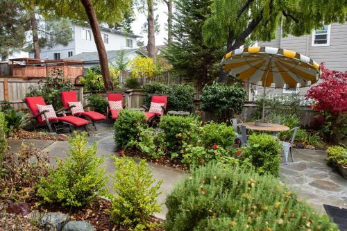A garden outside J Patrick House & Inn