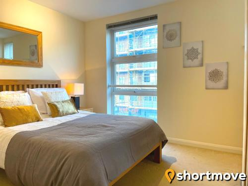 SHORTMOVE - Parking, Self contained, Central, Kitchen