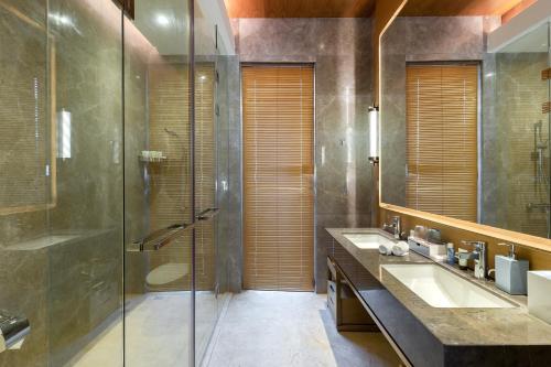 A bathroom at Albion Residence Haitang Bay Sanya