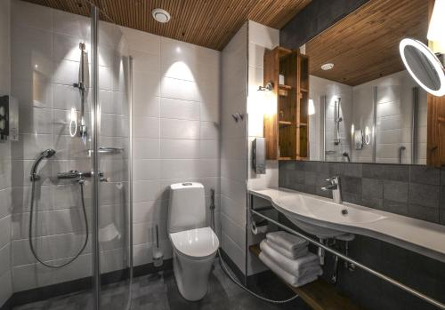 A bathroom at Hotel Aateli