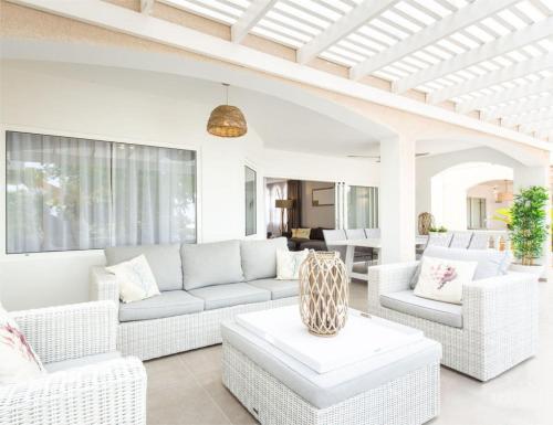 Uma área de estar em Palms & Pools apartment at Curacao Ocean Resort
