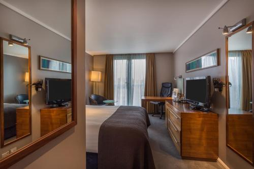 A television and/or entertainment centre at Holiday Inn London Camden Lock, an IHG hotel