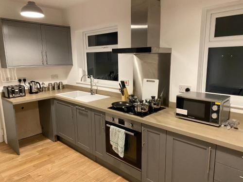 Be. More Homely Presents - ROS - A Luxury 4 Bed House In A Quiet Area Of - Marston Green - (2 Miles From N.E.C) FREE PARKING WIFI (15 MINS FROM) THE N