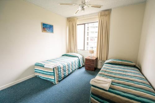 A bed or beds in a room at Horizons Holiday Apartments
